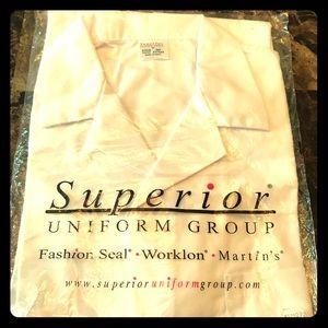 White short sleeve lab coat